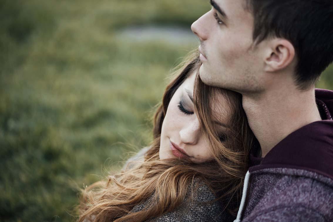 Les amours adolescentes: de fragiles explosions d'émotions